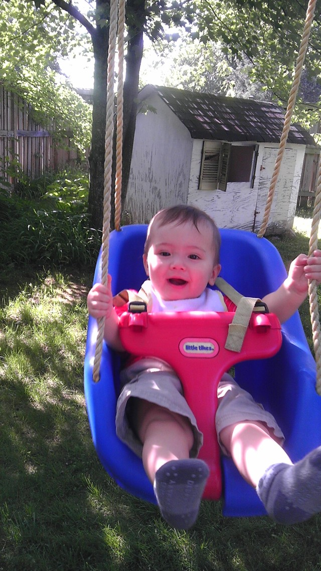 I played in the swing today at Lil' Feet Day Care! Hayres sent Mama a picture, which made her day!